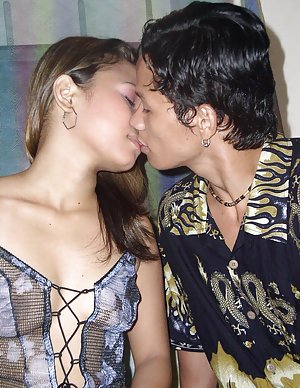 Asian Kissing Pics